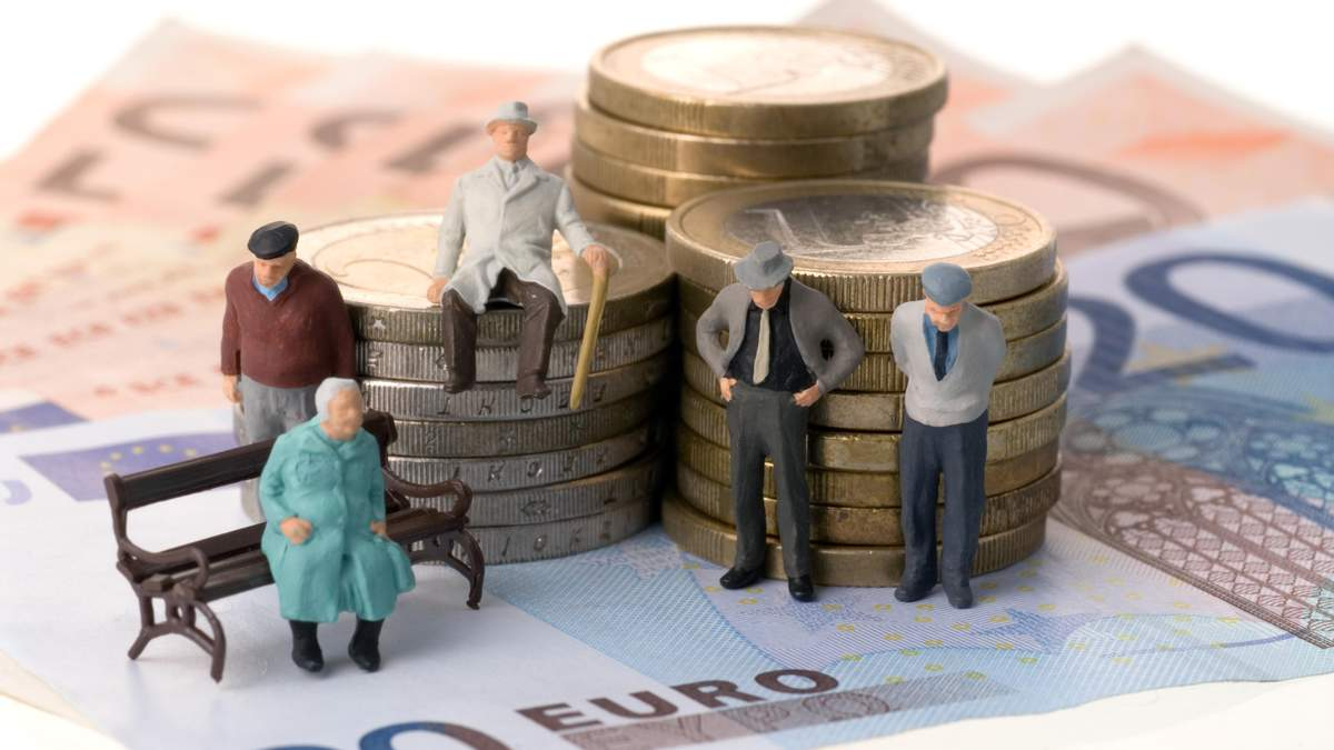 Хто з українців отримує найбільшу пенсію: названо суми