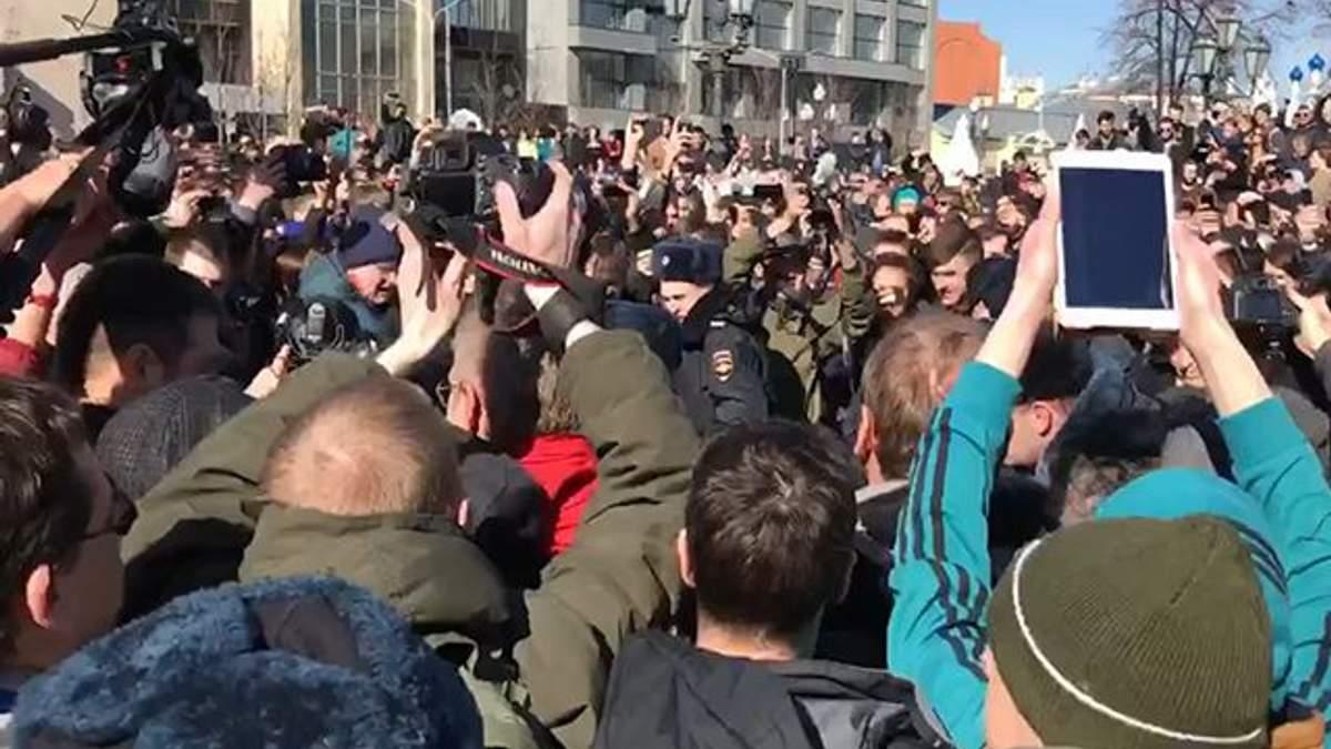 #ДимонОтветит: у Москві силовики затримують учасників антикорупційного мітингу