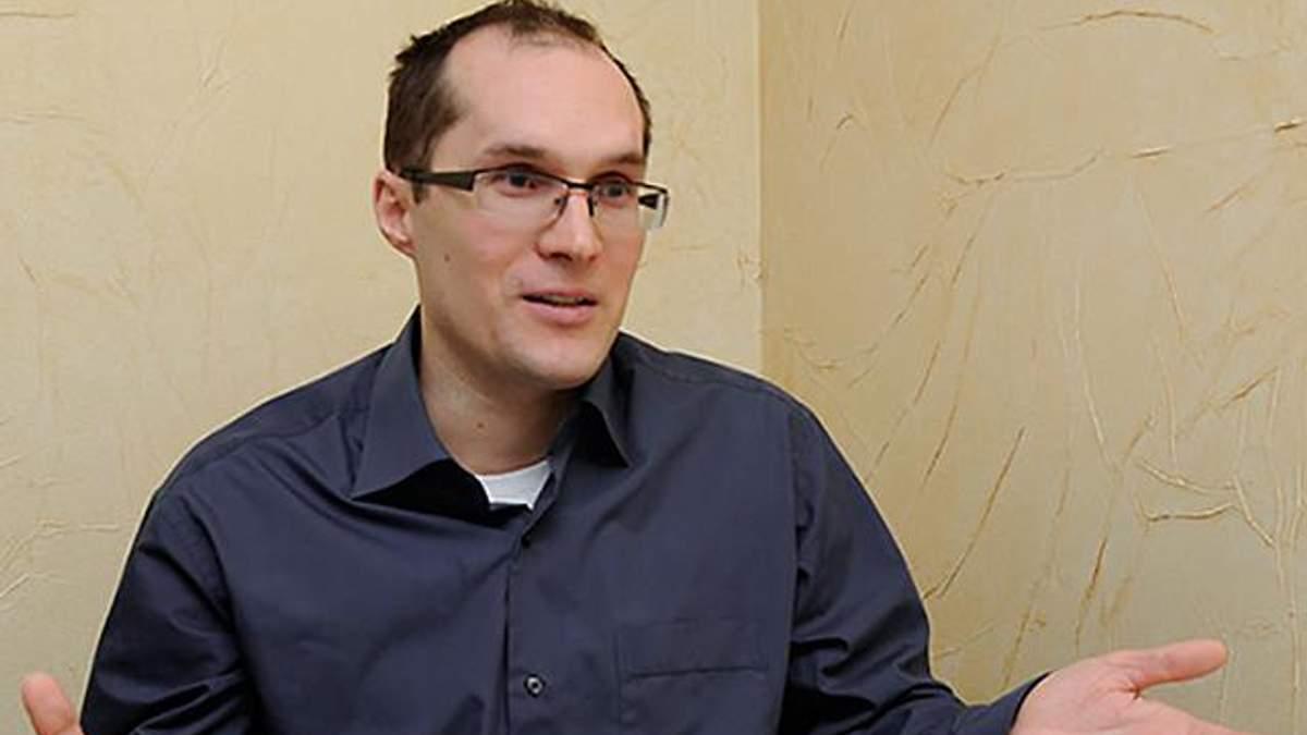 Журналіст іронічно висловився про намір Порошенка відновити військові суди