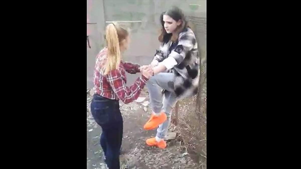 15-річні дівчата побили свою ровесницю