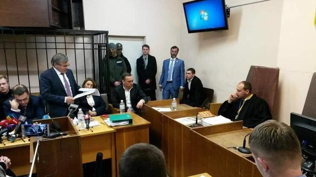 """Суд отказал защите Мартыненко """"немедленно освободить"""" экс-нардепа из-под стражи"""
