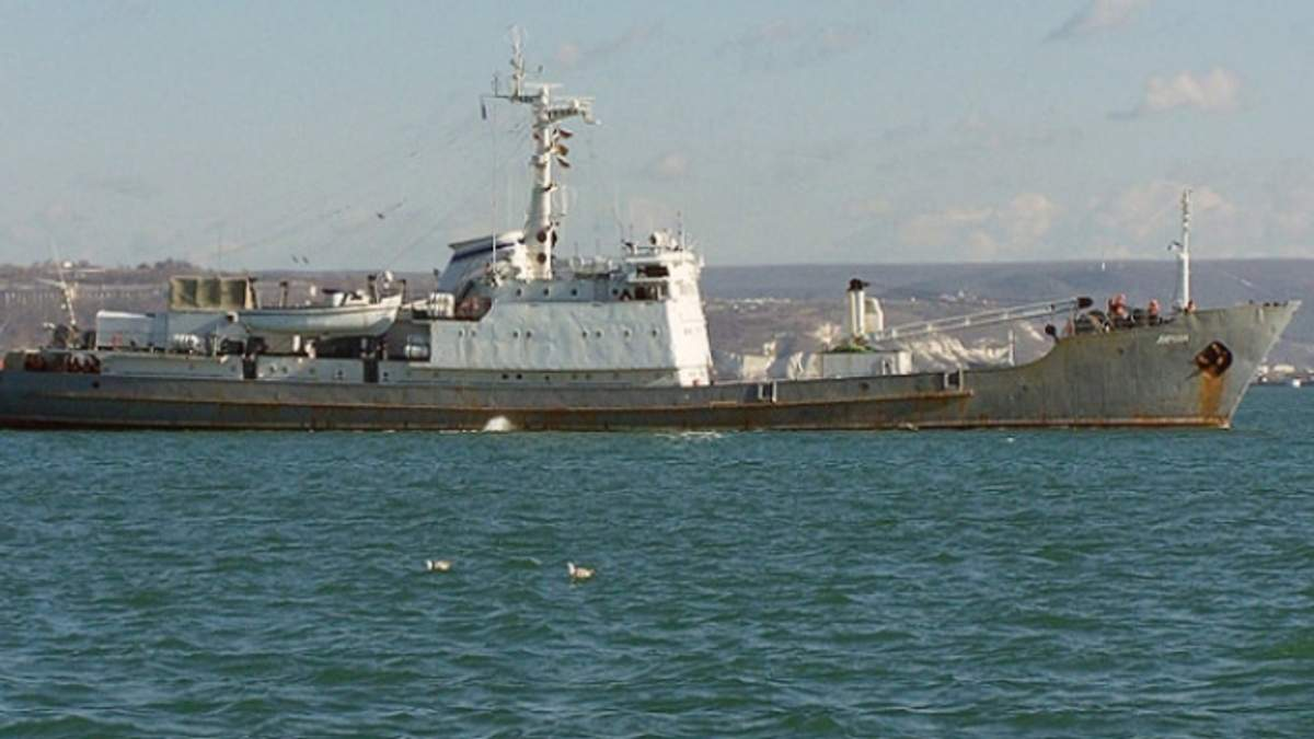 Військовий корабель РФ зіткнувся з судном у Чорному морі