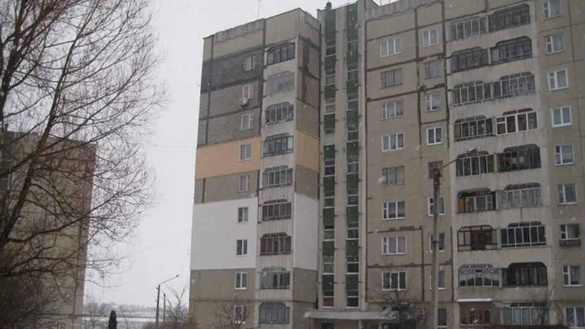 Жахливе вбивство у Запоріжжі: матір задушила і викинула з балкону власну доньку