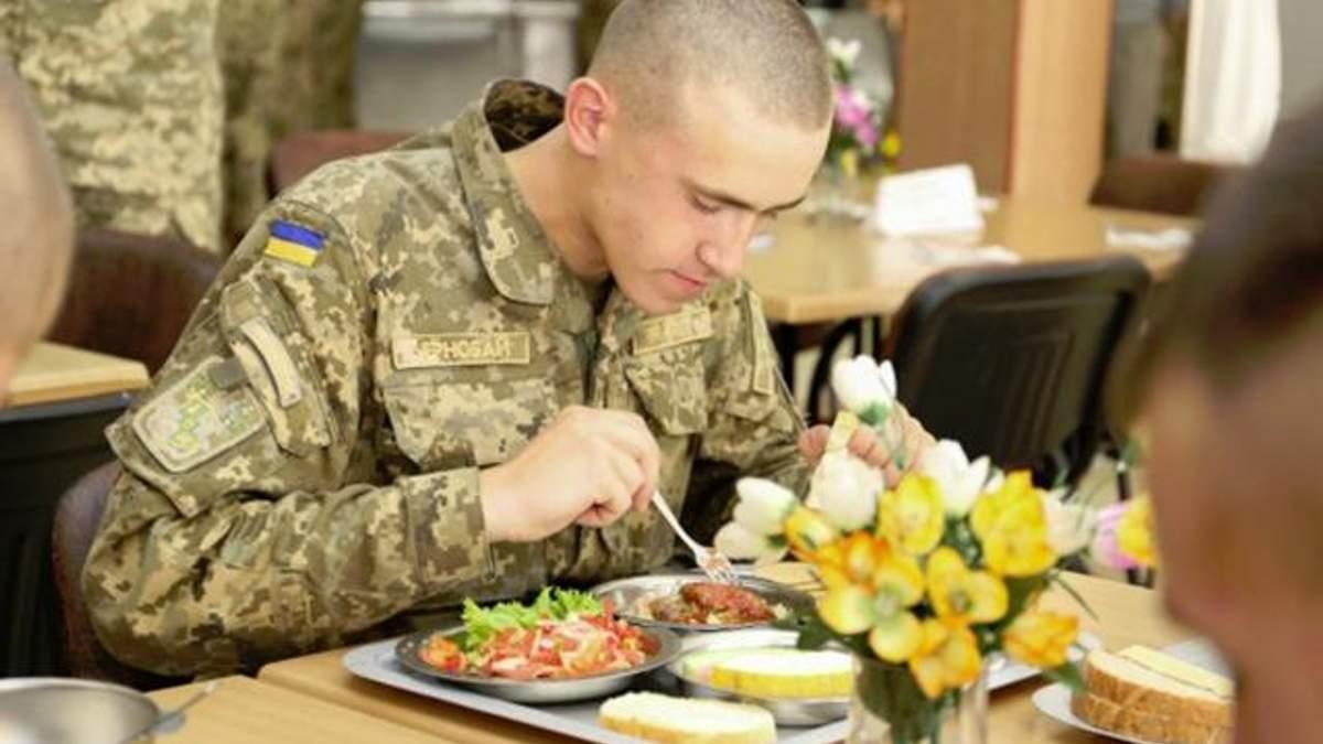Бойцов ВСУ кормят некачественной пищей