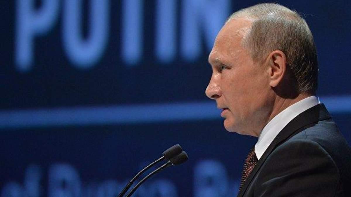 Путин считает, что судьба вручила ему шанс объединить украинцев и белорусов под единой крышей