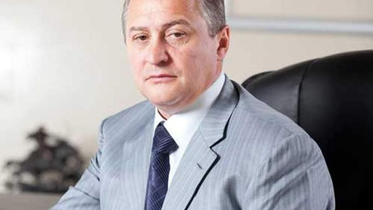 Бобов согласился оплатить неоплаченные налоги