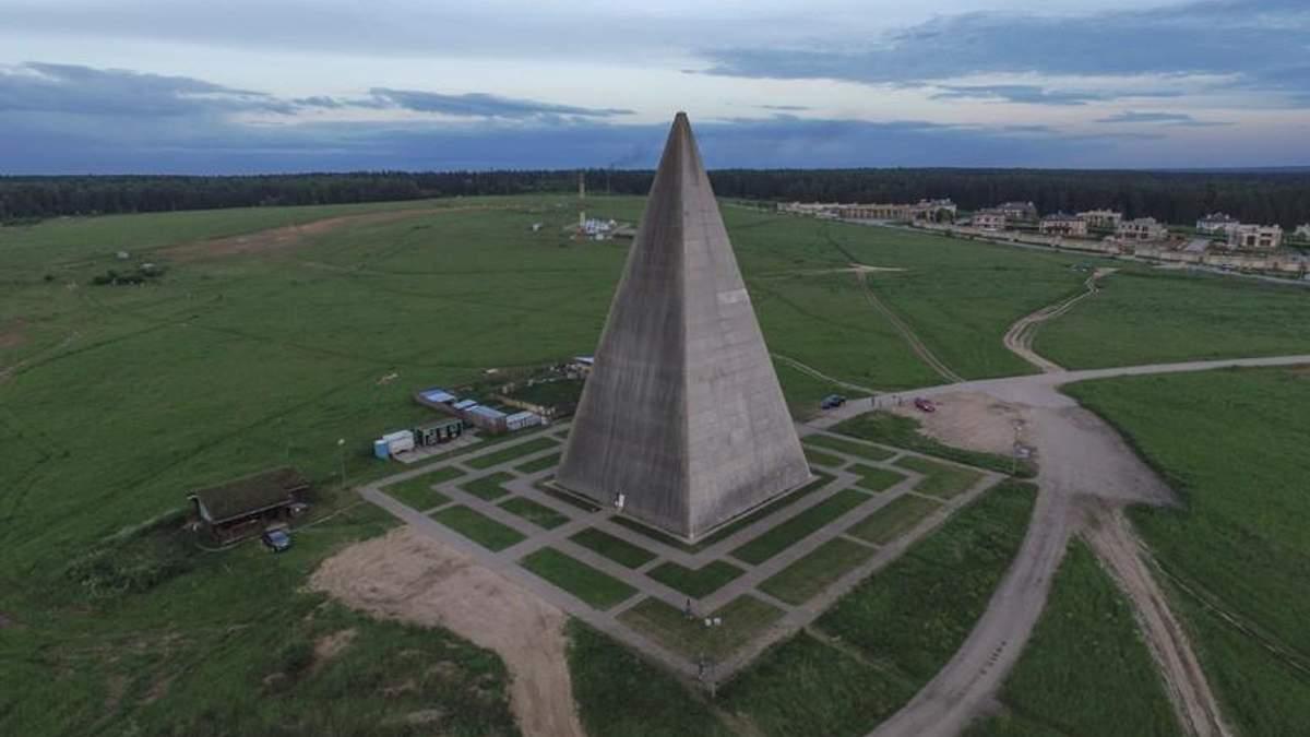 Ураган зніс 44-метрову піраміду в Підмосков'ї: відео