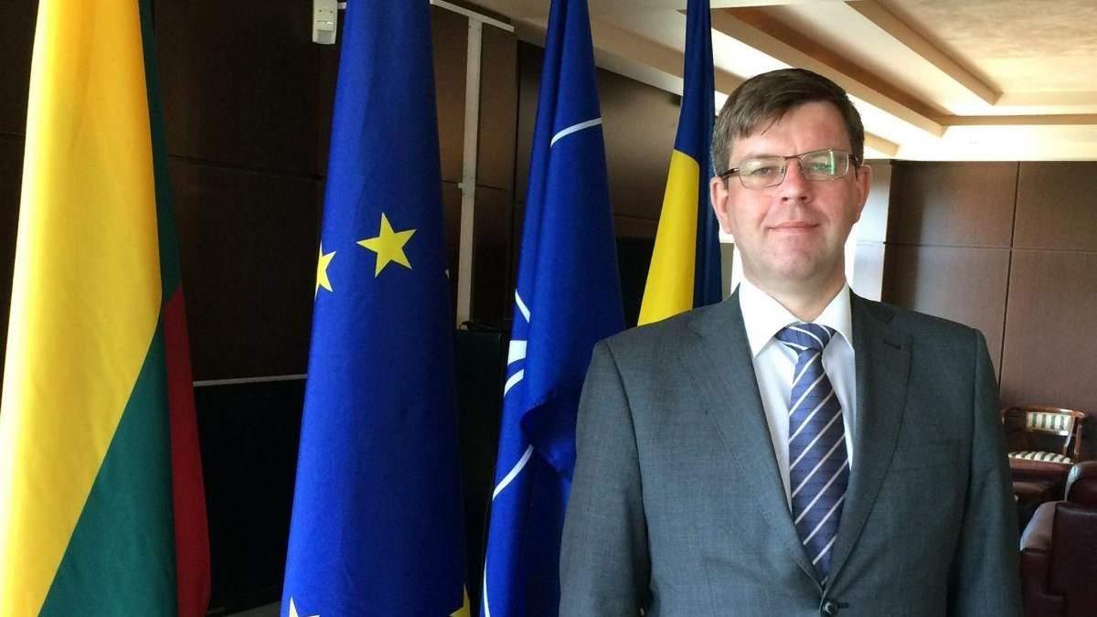 Посол европейской страны лично проводил первых украинцев, которые путешествовали без виз