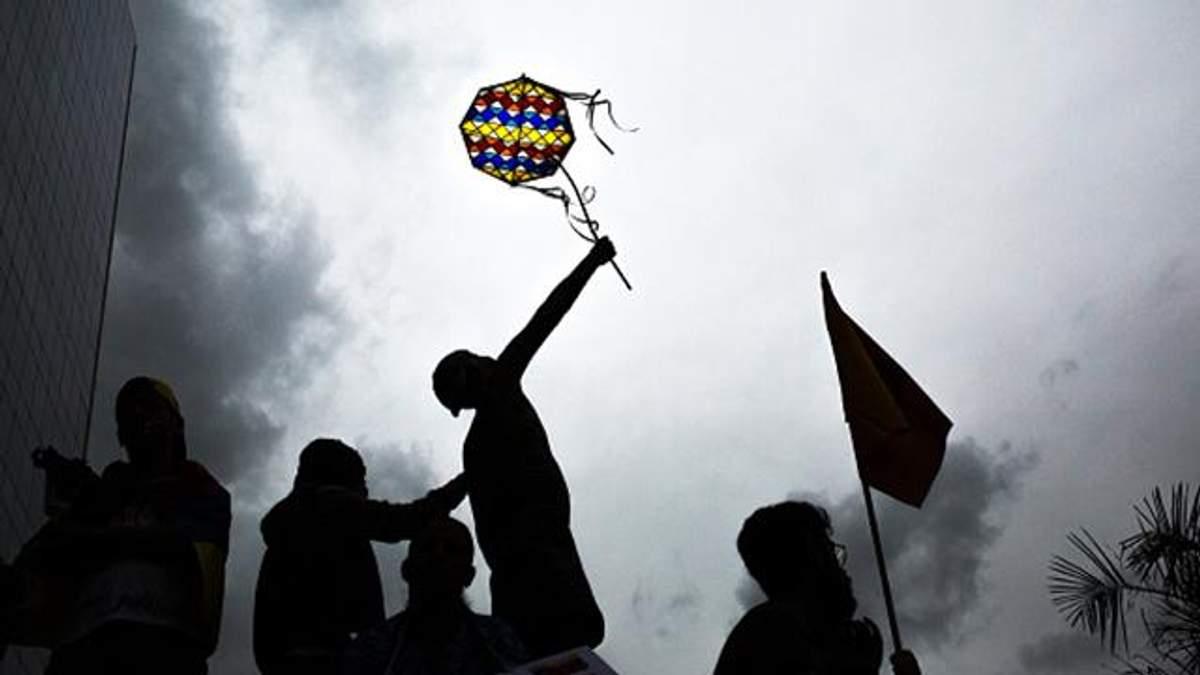 """Мітингувальники закидали """"коктейлями Молотова"""" будівлю Верховного суду у Венесуелі"""
