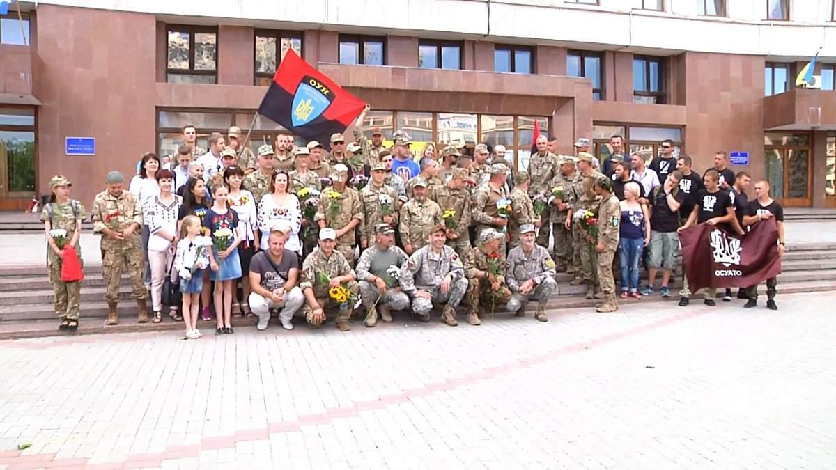 Як на Прикарпатті зустрічали батальйон ОУН, який вперше за три роки вийшов на ротацію з Донбасу