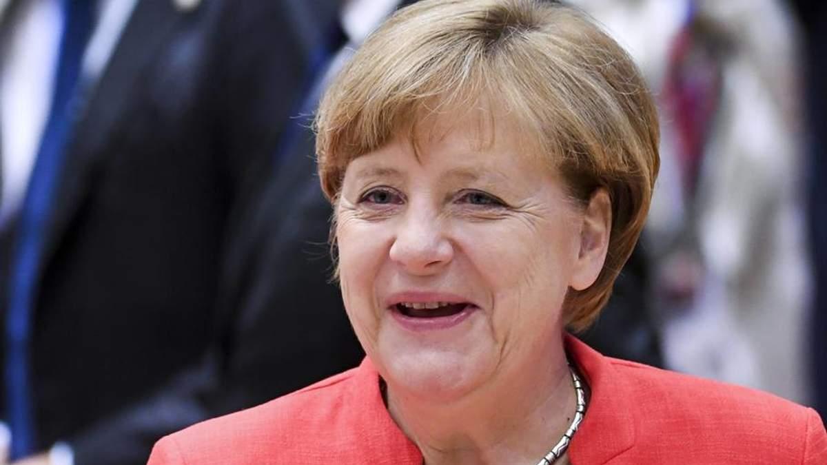 Меркель поцеловала сатану, – российские СМИ