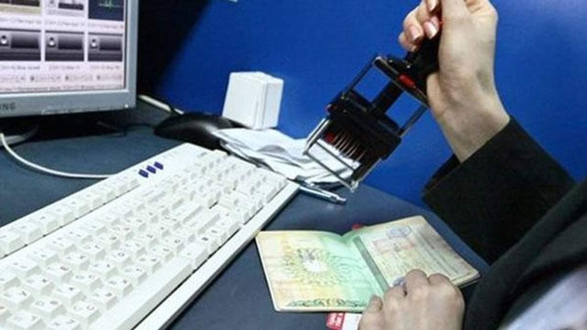 Украина введет биометрический контроль для всех иностранцев, – Порошенко