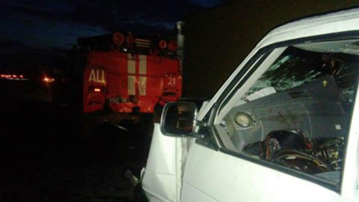 Микроавтобус врезался в пожарную машину на Черкасщине