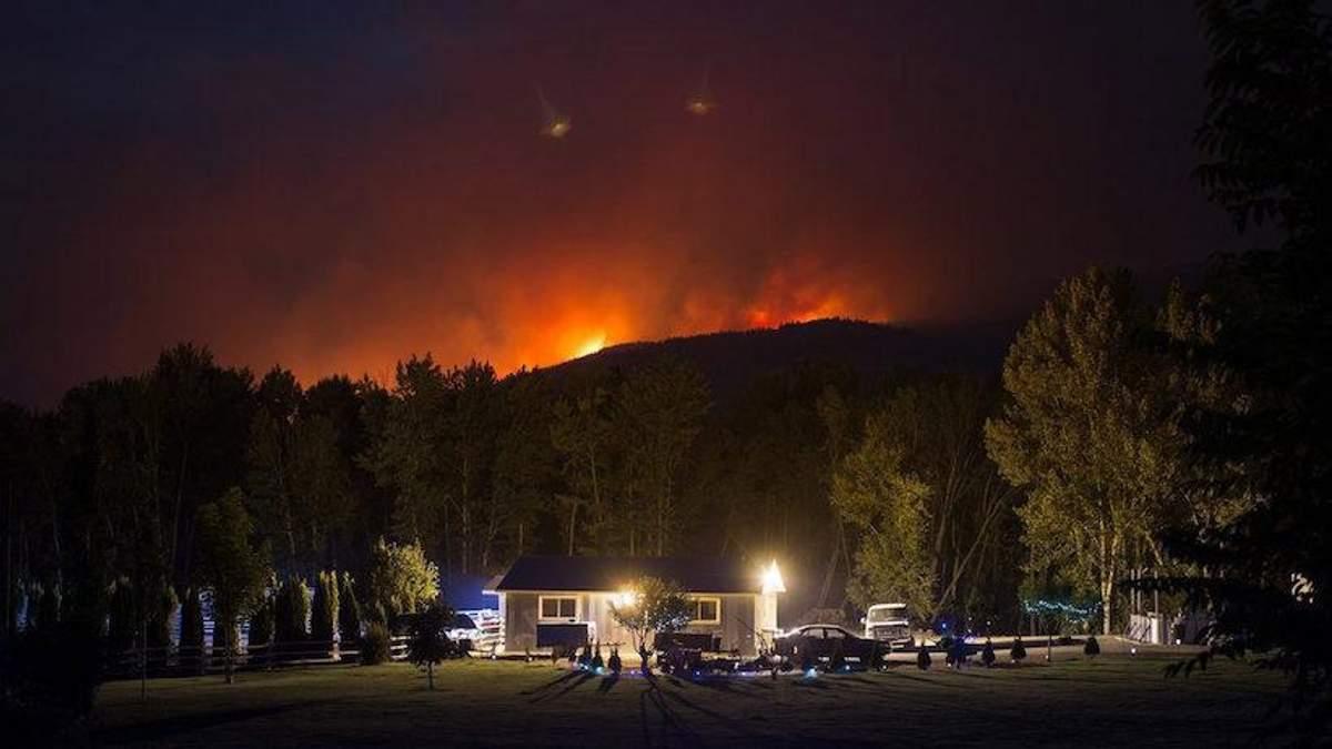 Внаслідок потужних лісових пожеж у Канаді евакуювали десятки тисяч людей