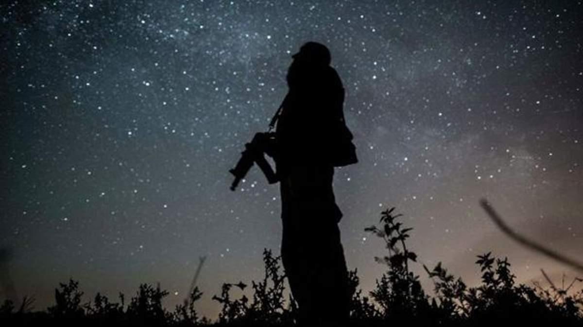 Как боевики палят по бойцам АТО на передовой: ночное видео из окопов