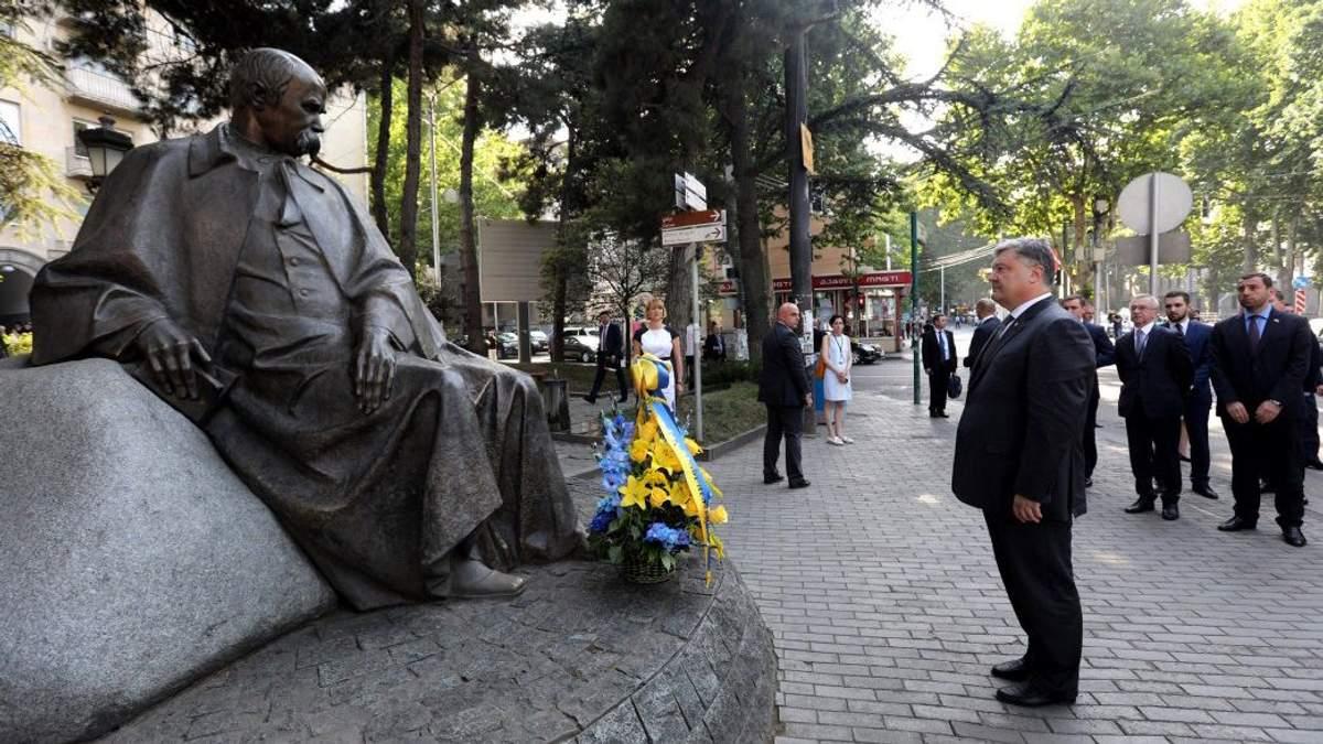 Порошенко біля пам'ятника Шевченка у Тбілісі