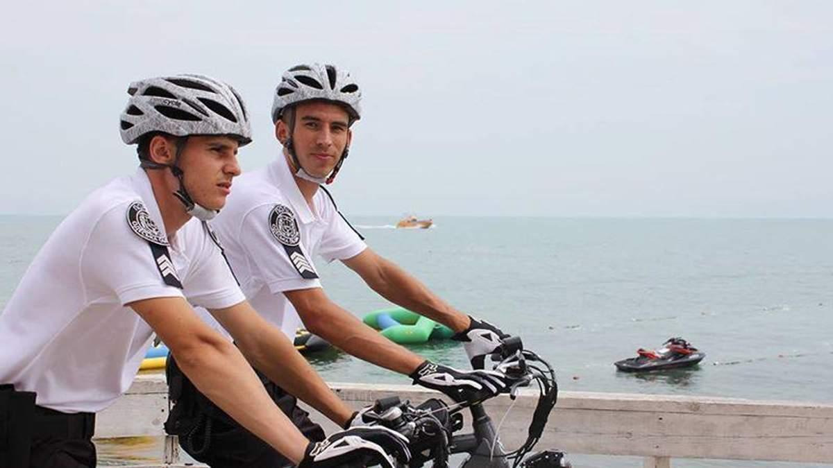 Одесские копы пересели на велосипеды: яркие фото велопатруля