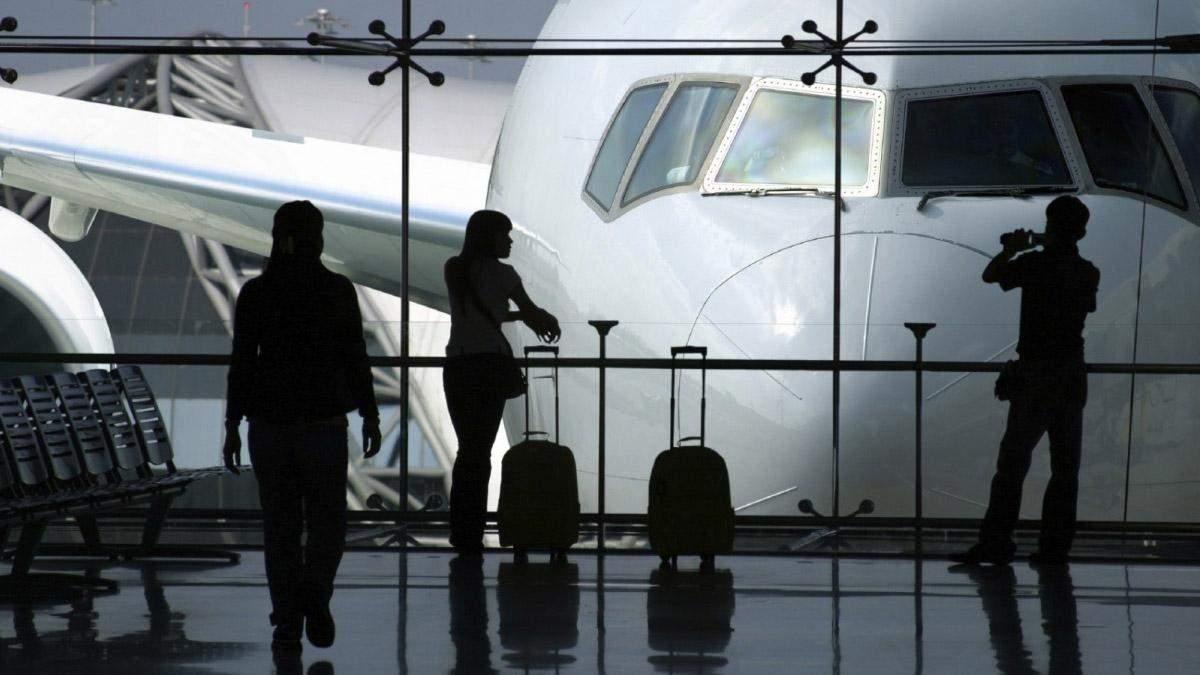 Сколько украинцев готовы навсегда уехать за границу: результаты опроса
