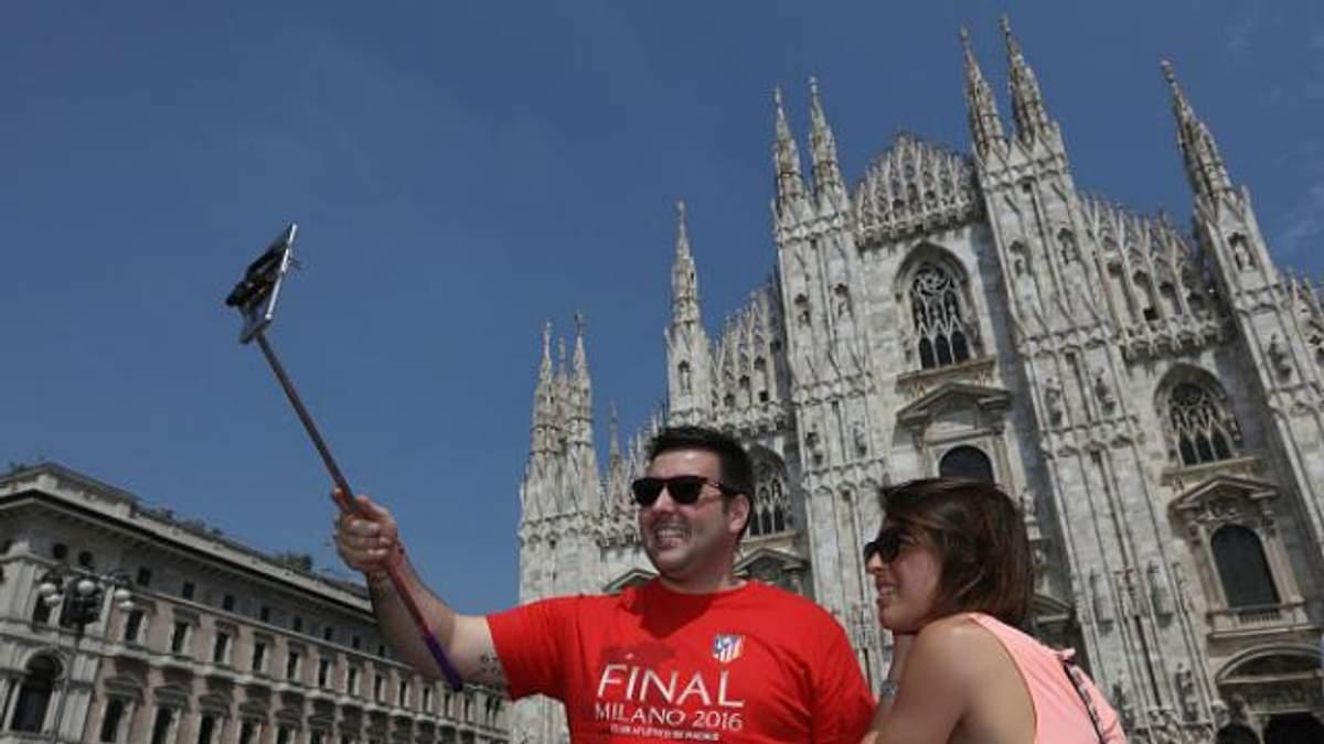 У Мілані заборонили селфі-палиці