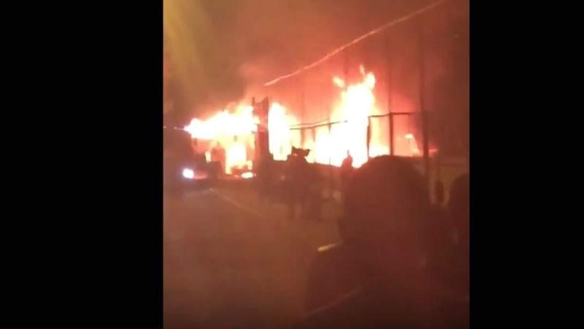 """В Одессе вспыхнул серьезный пожар в клубе-ресторане """"Пляжник"""""""