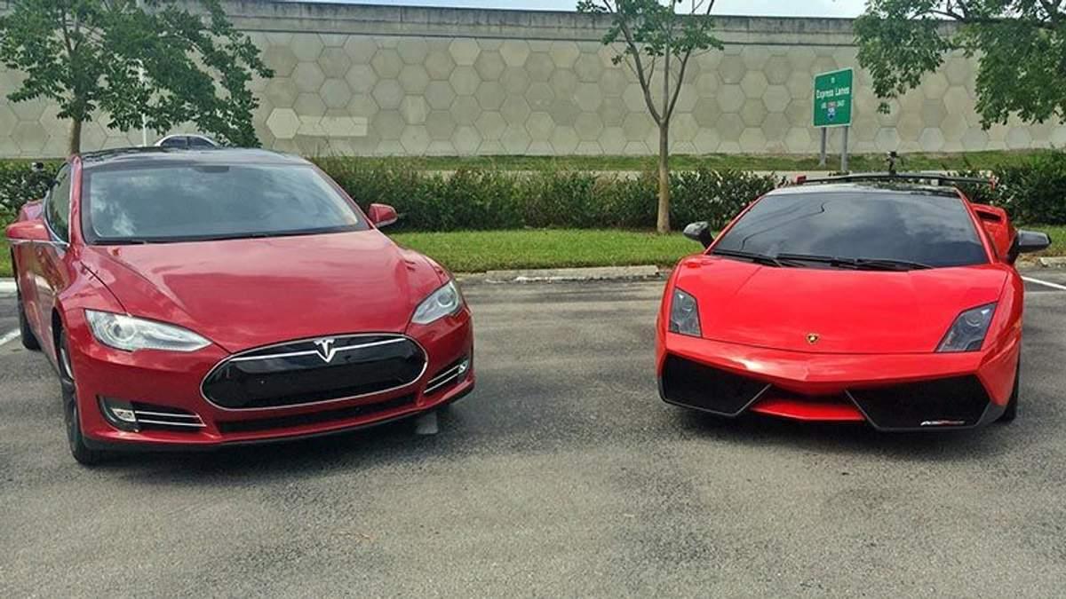 Tesla позмагався з Lamborghini
