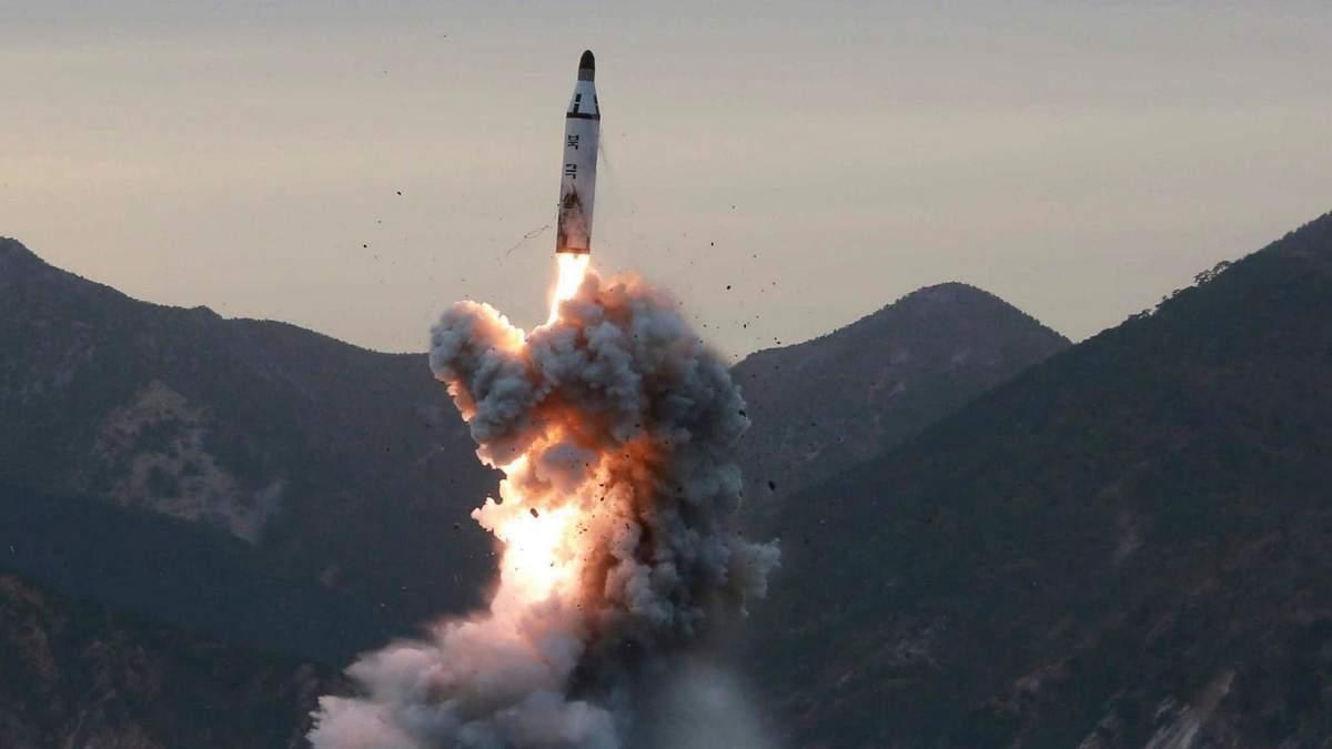 КНДР запустила балістичну ракету, яка пролетіла над Японією