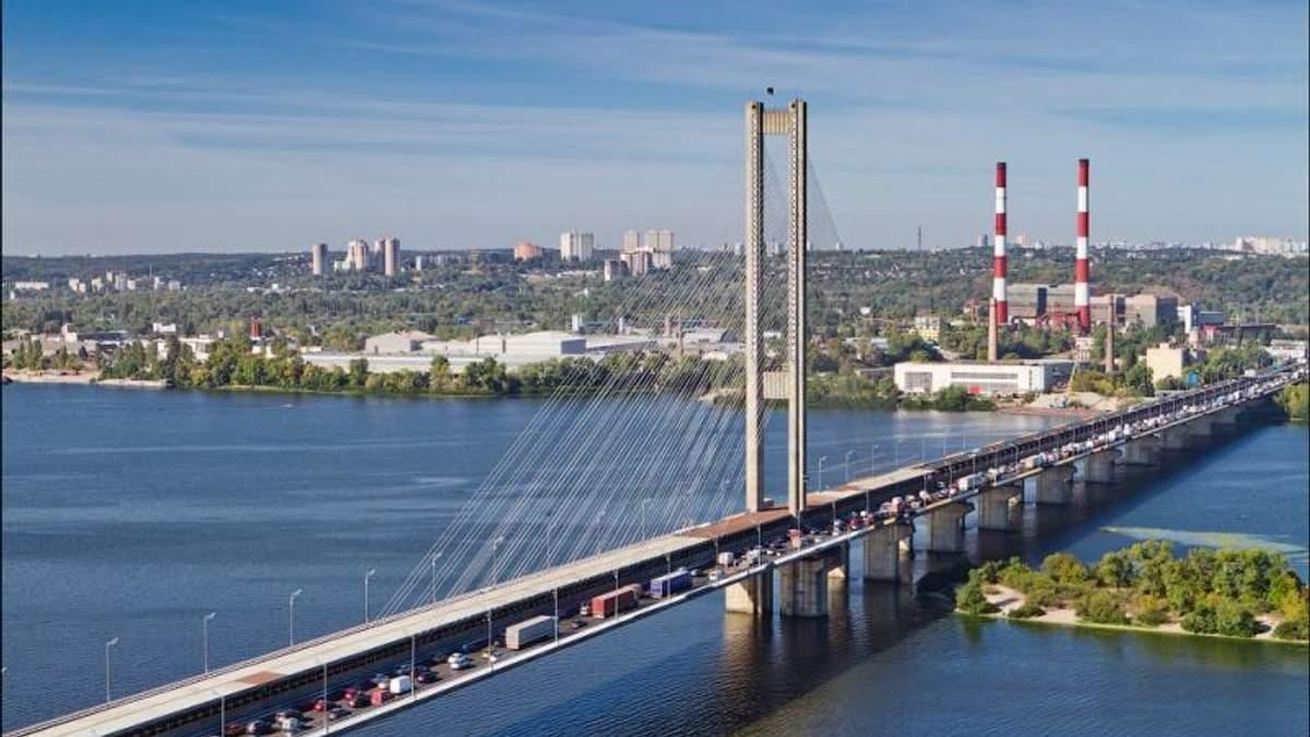 Транспортний колапс назріває у Києві через перекриття Південного мосту