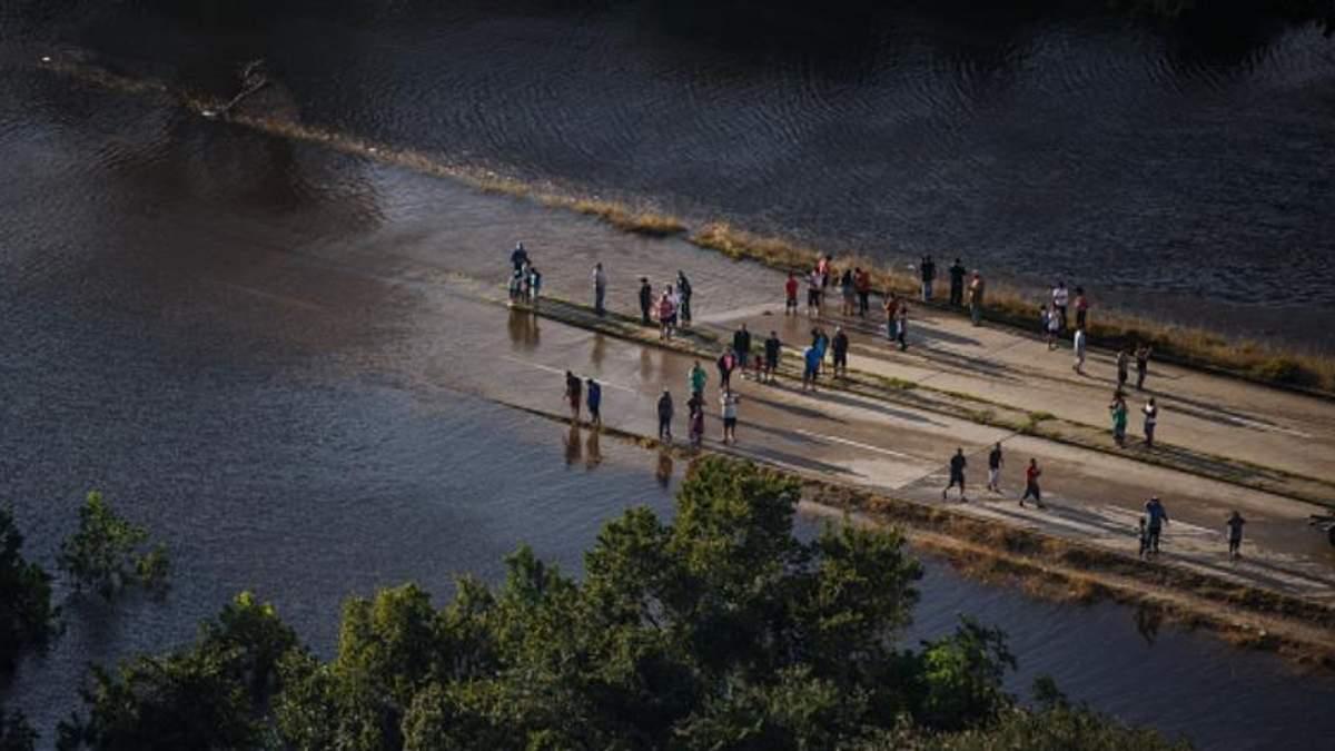Мощный ураган Харви обрушился на еще один американский штат