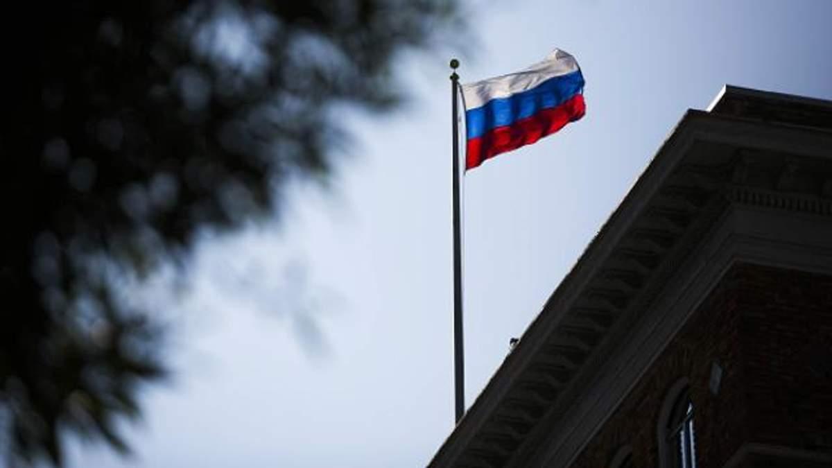 Росіяни у Вашингтоні теж поспіхом палили документи: з'явилось відео