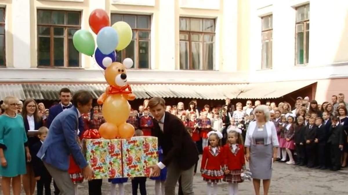 """Хокеїсти клубу """"Донбас"""" вирішили здивувати вихованців дитячих будинків та інтернатів"""