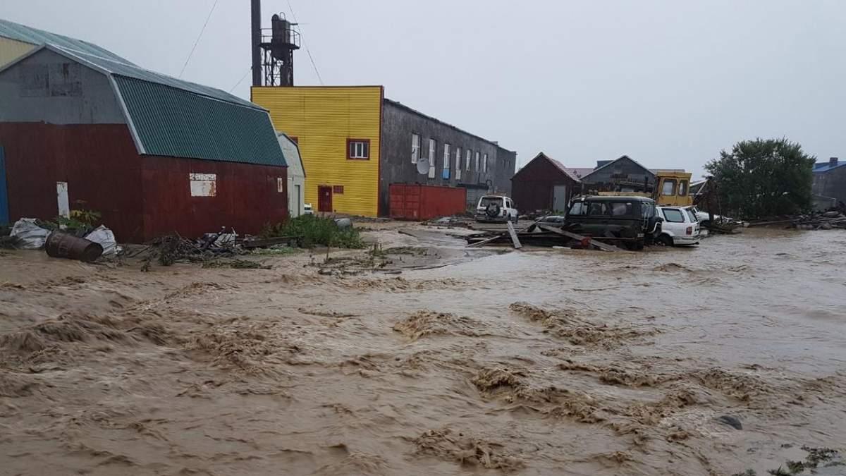 У Росії річка затопила місто внаслідок тайфуну: красномовне відео