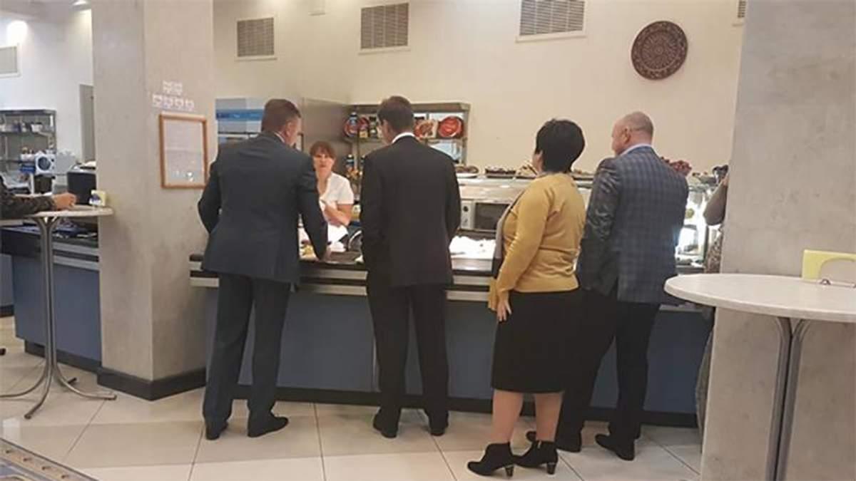 Скільки коштує обід депутата: ціни у їдальні Верховної Ради суттєво підскочили догори