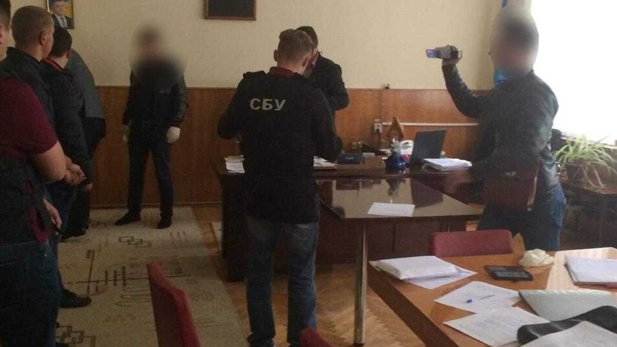 Соратника Ляшка затримали у Вінниці на солідному хабарі: фото