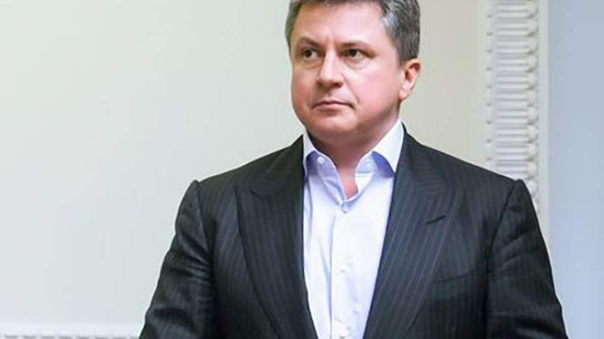 В Києві суд арештував 10 рахунків у банках сина Азарова