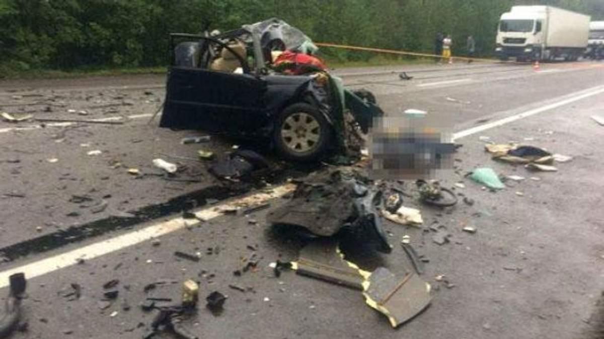 Вантажівка розчавила легковик на Рівненщині: багато загиблих