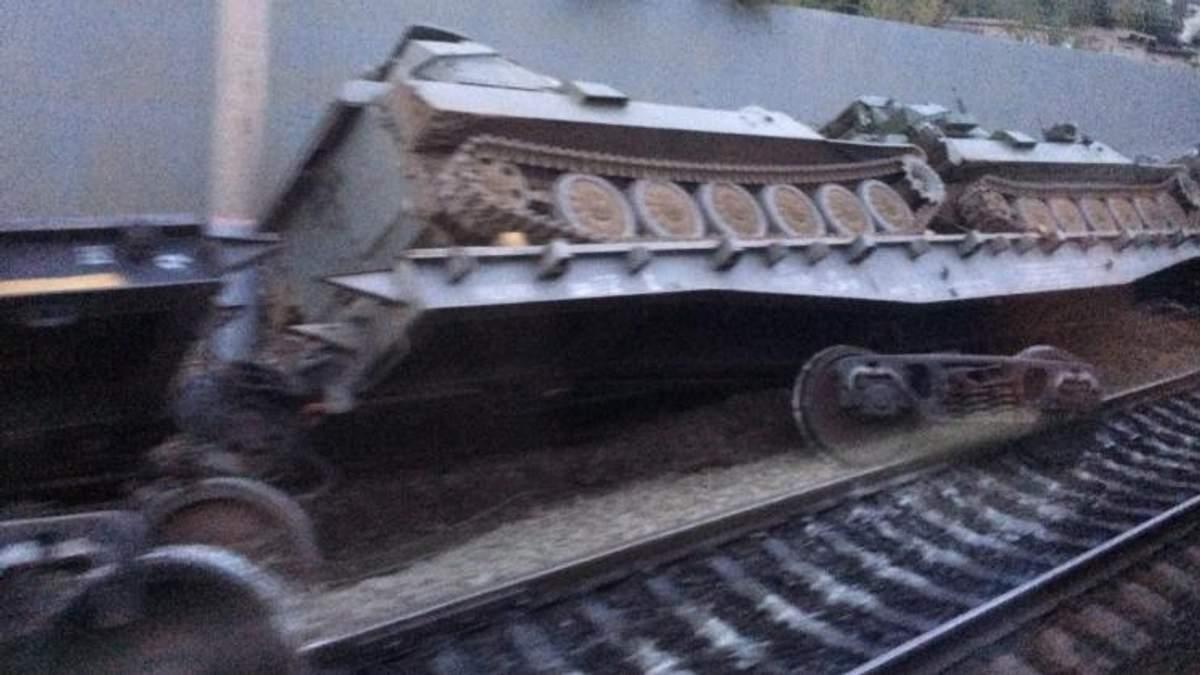 У Росії зійшов з рейок ешелон з військовою бронетехнікою: промовисті фото