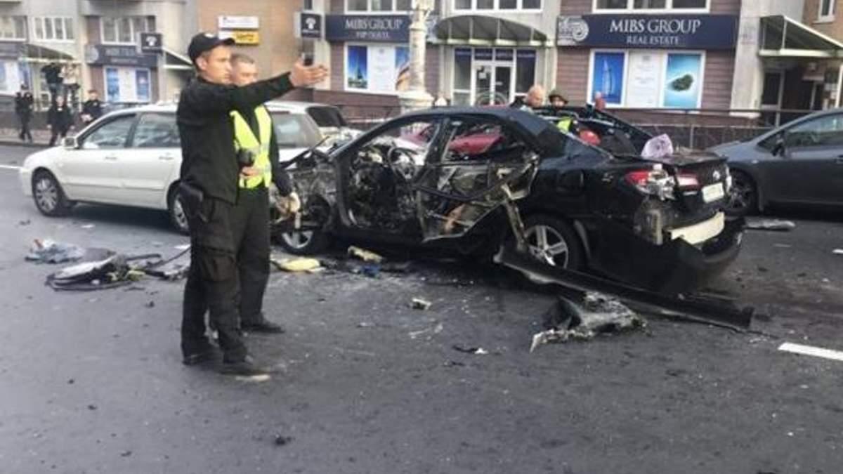Вибух авто на Бессарабці в Києві: в МВС висунули 6 версій та розповіли деталі