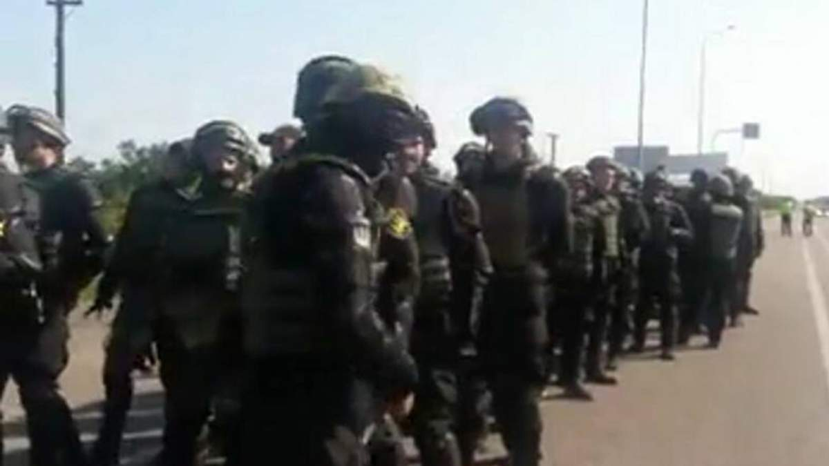 Поліція вдруге намагалася завадити руху автоколони активістів, що їдуть зустрічати Саакашвілі