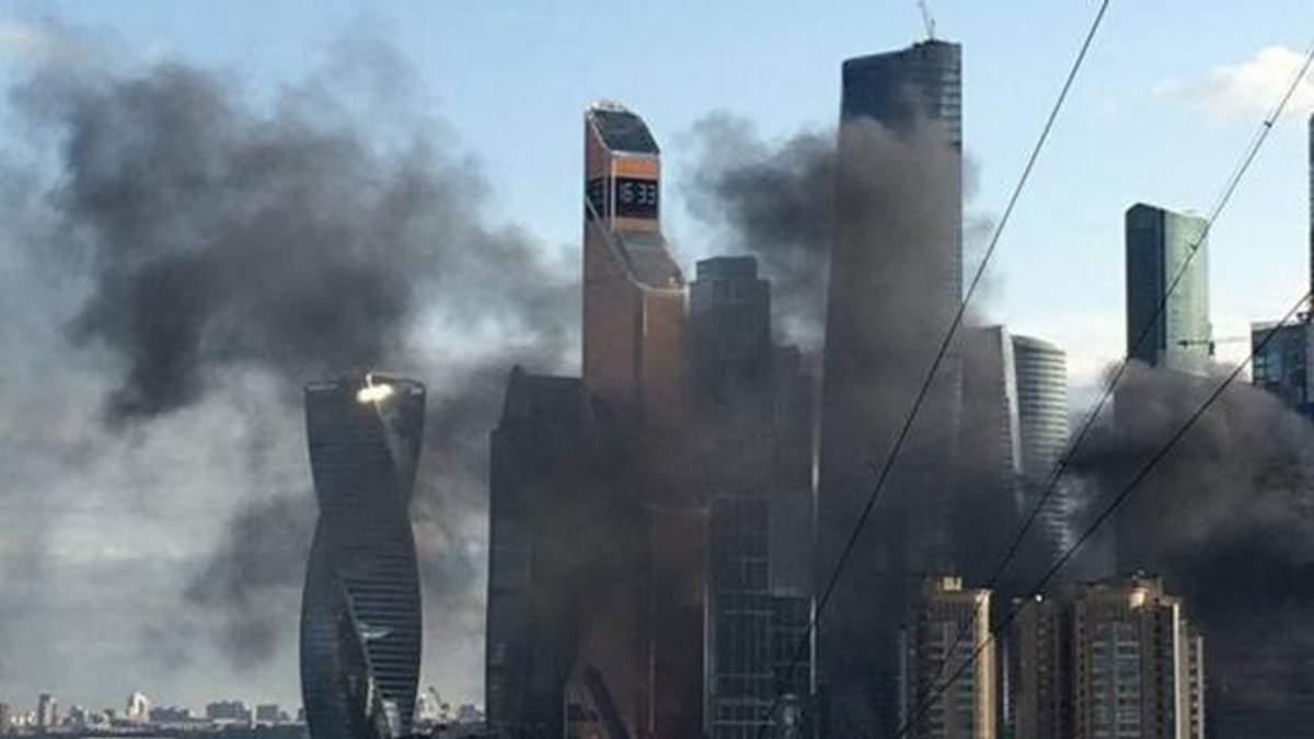 В Москве вспыхнул недостроенный небоскреб: фото и видео