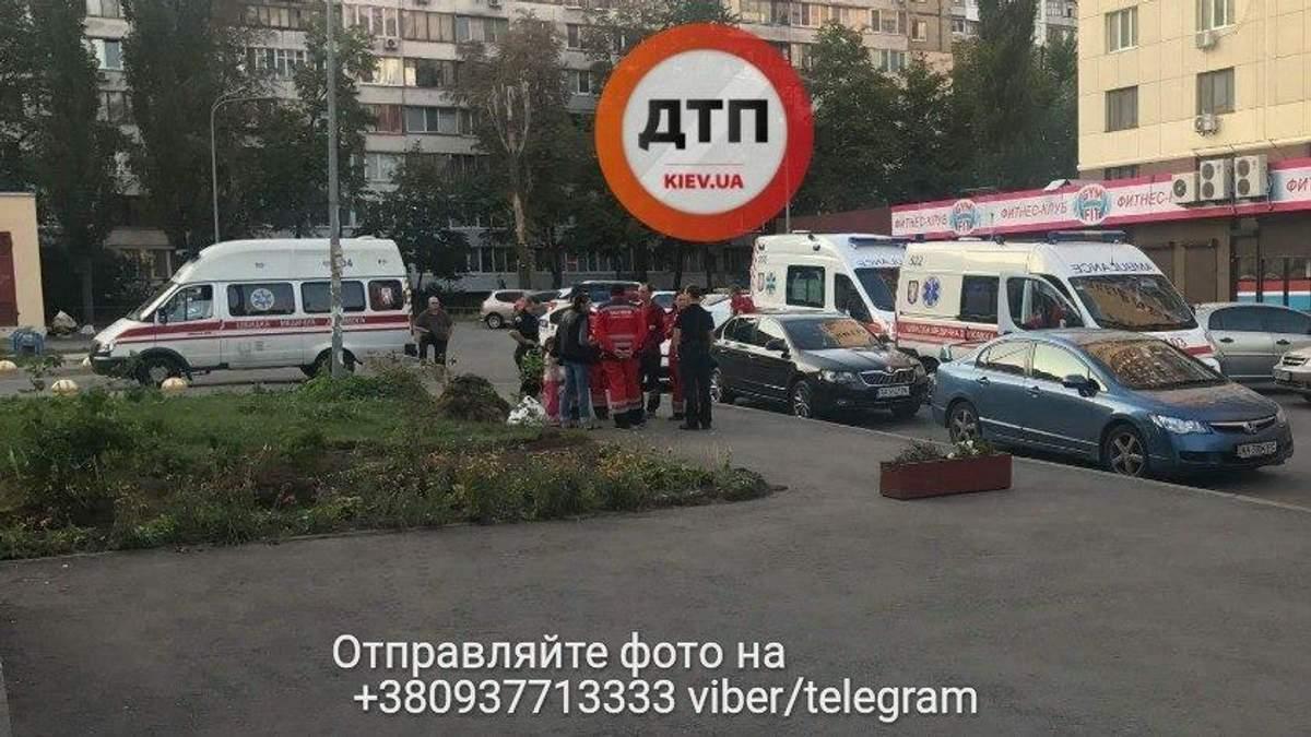 На дитячому майданчику у Києві трапилася стрілянина: опублікували фото