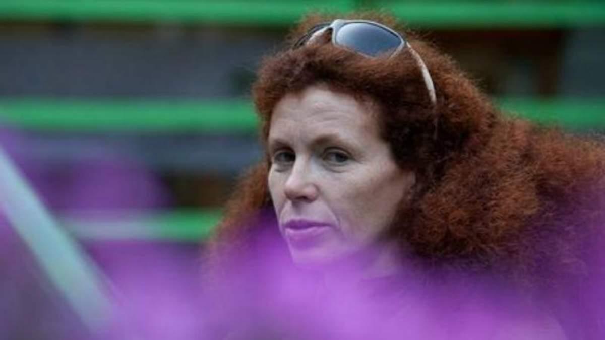 Відома опозиційна російська журналістка покинула країну після чергового підпалу її машини