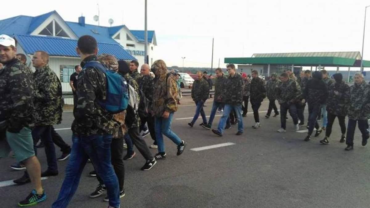 Саакашвили на границе: 200 титушек на пункте пропуска Краковец