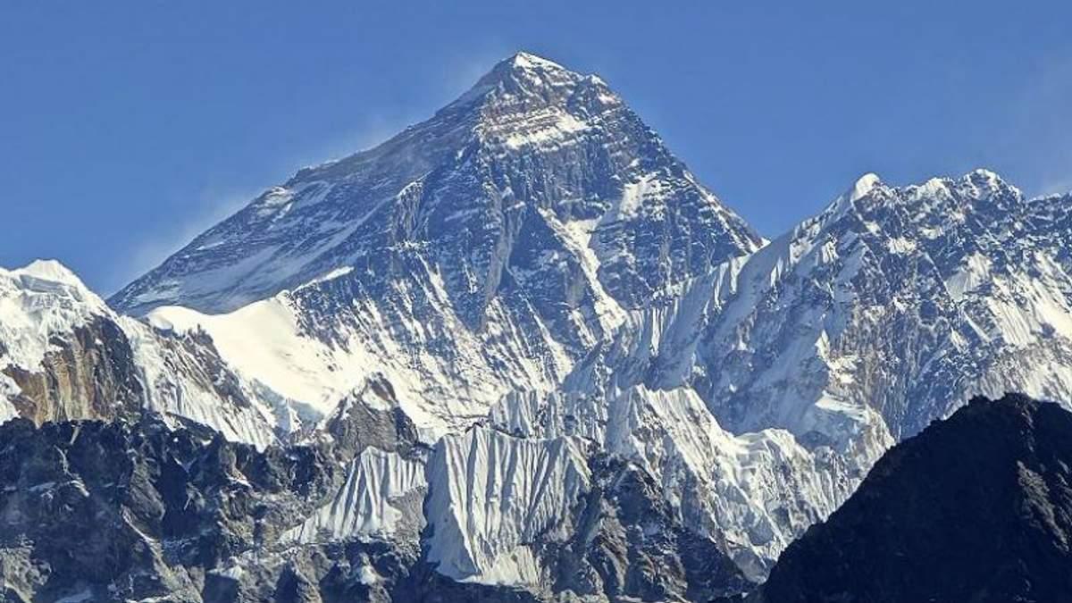 Гора Эверест | Серия 'Наиболее труднодоступные точки планеты ... | 675x1200