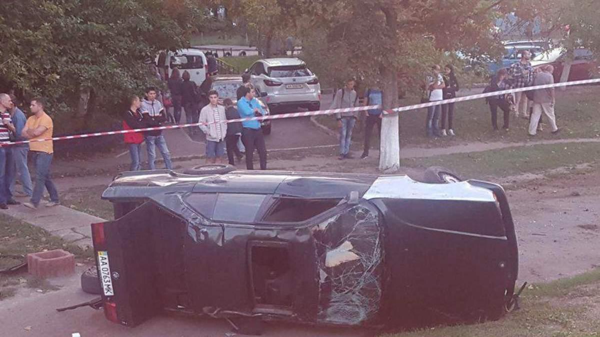 Жуткое ДТП В Киеве: водителя выбросило из авто, которое его раздавило