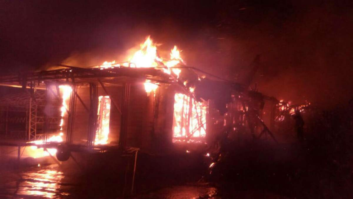 У Києві вщент згорів ресторан: з'явились деталі та інформація про пораненого