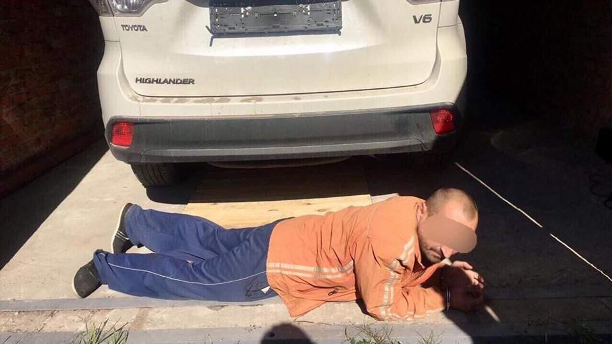 """Похитителями элитных авто оказались бывшие сотрудники ГАИ """"Кобра"""""""