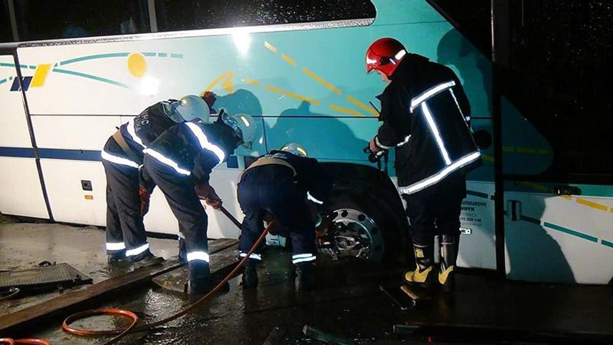 В Івано-Франківську перевернувся автобус з польськими прочанами: подробиці