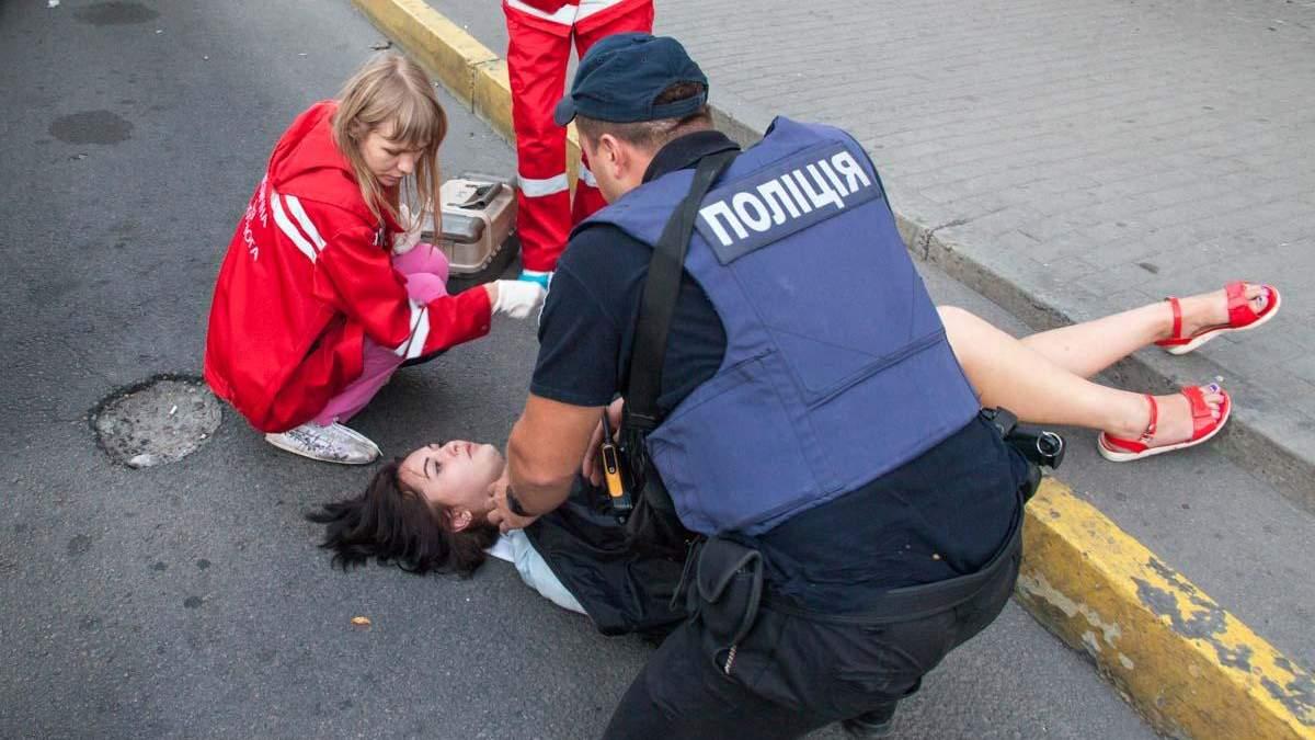 У Дніпрі дівчина на ходу випала з маршрутки