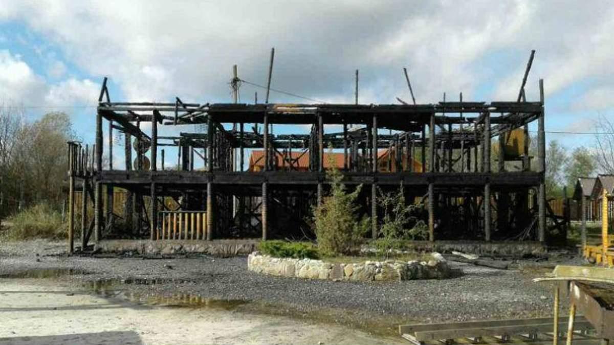 База відпочинку вщент вигоріла на Закарпатті