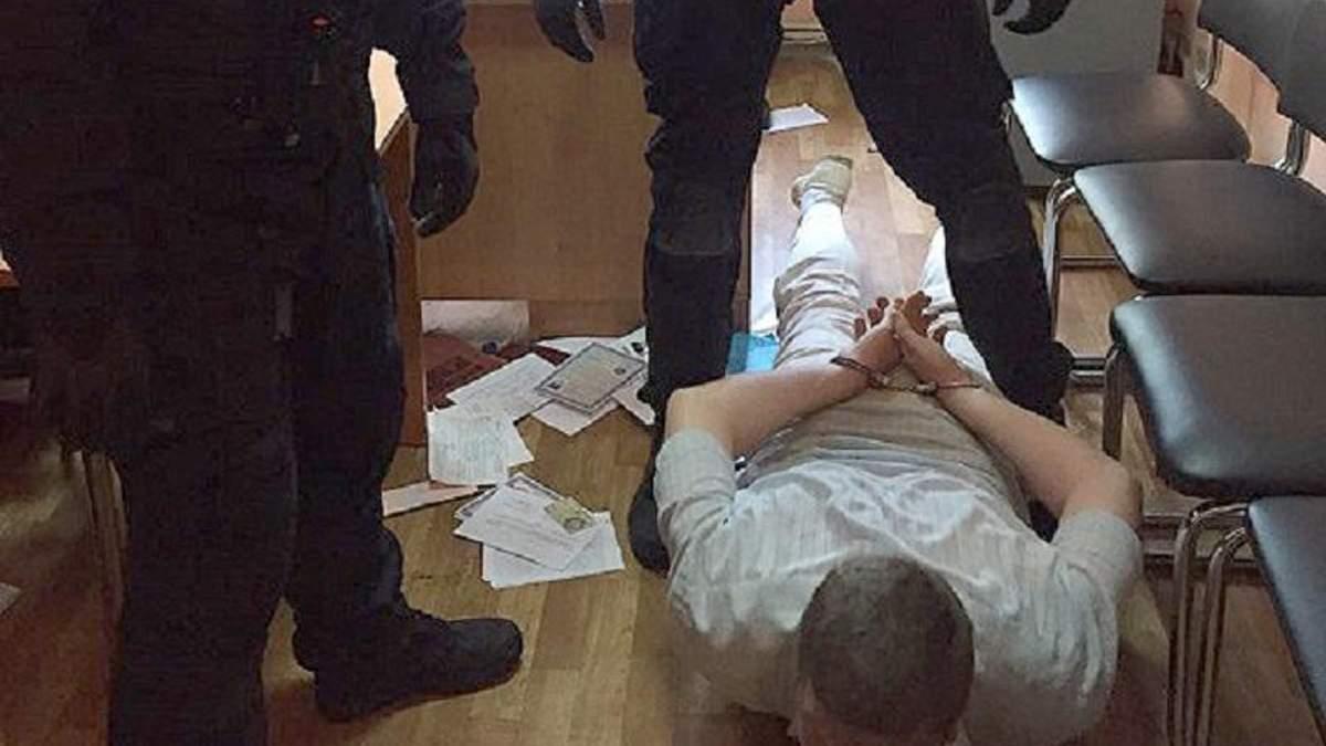 У Миколаєві впіймали високопоставленого поліцейського-здирника